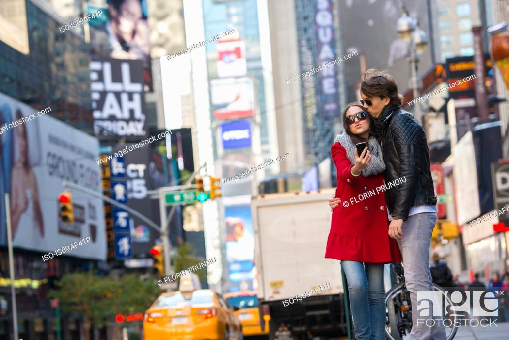 Stock Photo: Young couple on vacation, New York City, USA.