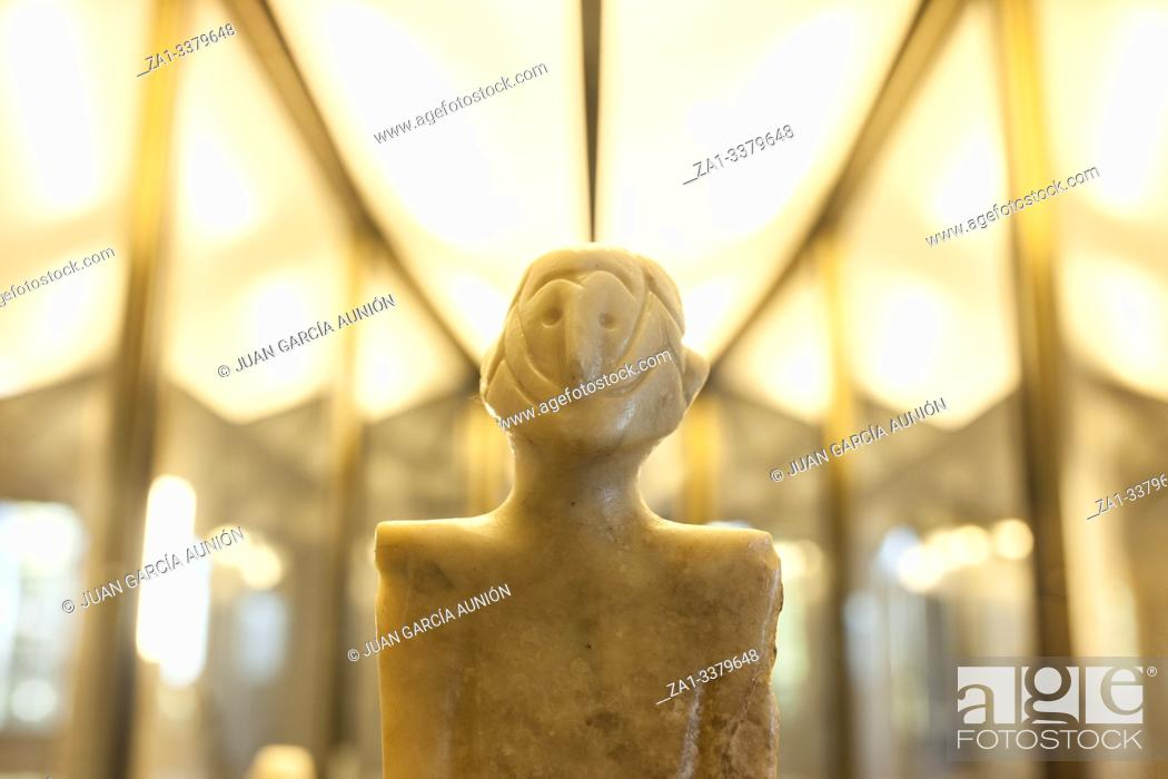 Imagen: Anthropomorphous idol of Rena, Badajoz. Representation of deity belong to Chalcolithic period at Archeological Museum of Badajoz. Badajoz, Spain.