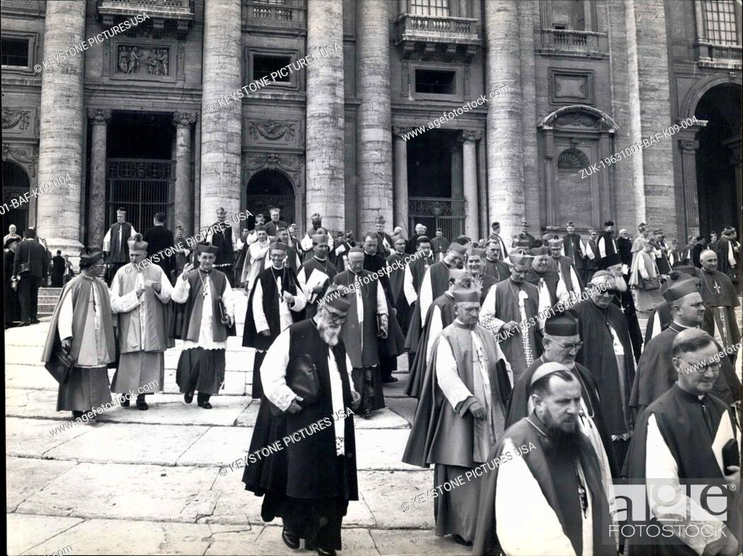 Imagen: Oct. 01, 1963 - Some pictures taken this morning in St. Peter Square, during the exit from the Basilica of the Councilor Fathers, to the end on the reunions.