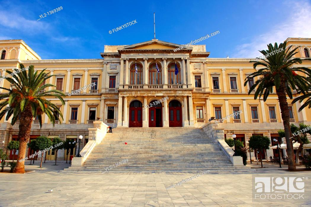 Photo de stock: The Neo Classic City Hall of Ermoupolis, Miaoulis Square, Syros  S  , Greek Cyclades Islands.