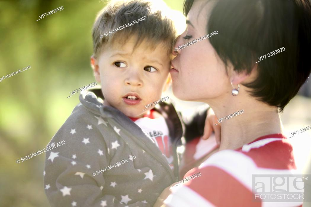 Imagen: tender mother and son outdoors in park, sunny.