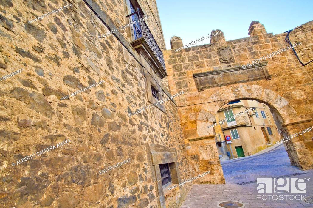 Imagen: Felipe II Door, 16th Century City Gate, Ágreda, Soria, Castilla y León, Spain, Europe.