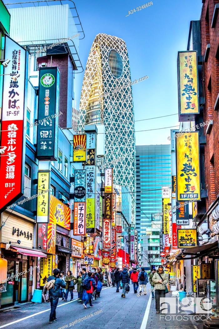 Imagen: Japan, Tokyo City, Shinjuku Ward, Shinjuku Station West Side, Cocoon Tower.