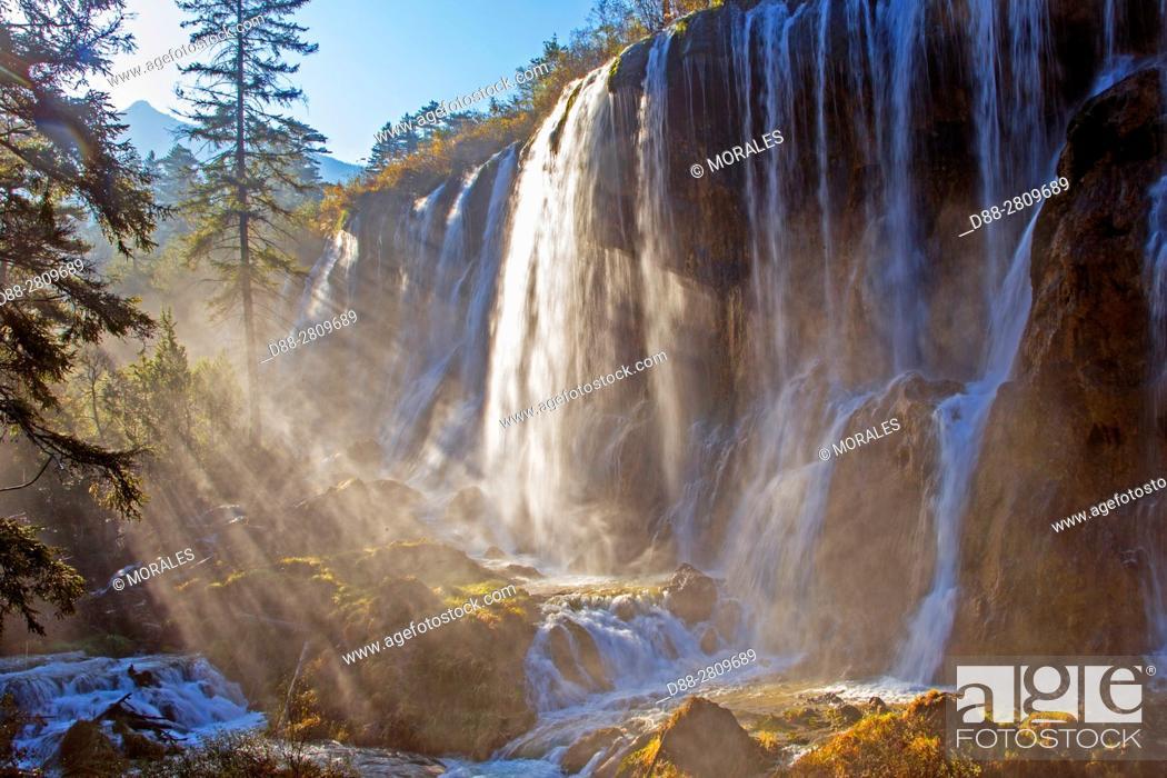 Photo de stock: Asia, China, Sichuan province, UNESCO World Heritage Site, Jiuzhaigou National Park, Waterfall, Shuzheng Falls.