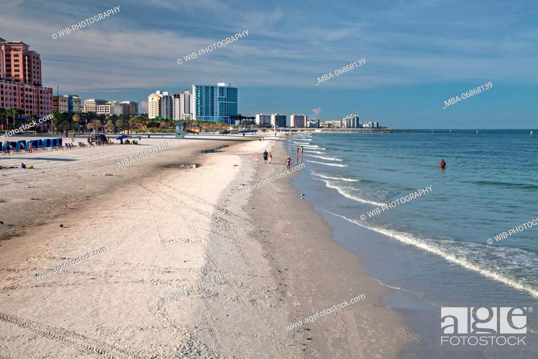 Stock Photo: The USA, Florida, Clearwater Beach, beach panorama.