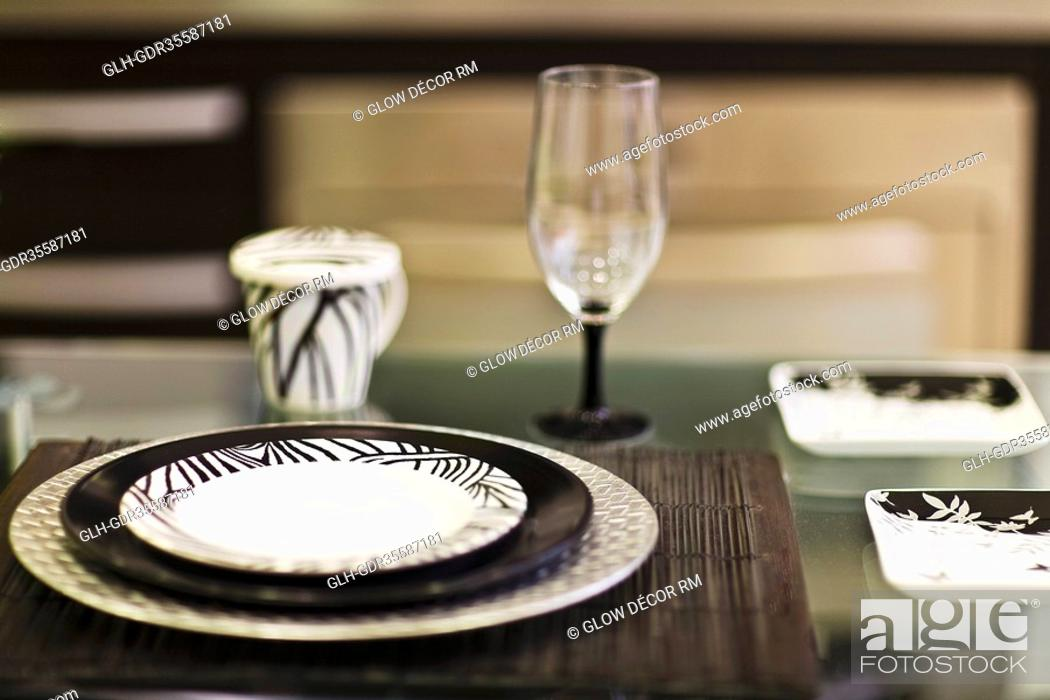 Photo de stock: Close-up of tableware in the kitchen.