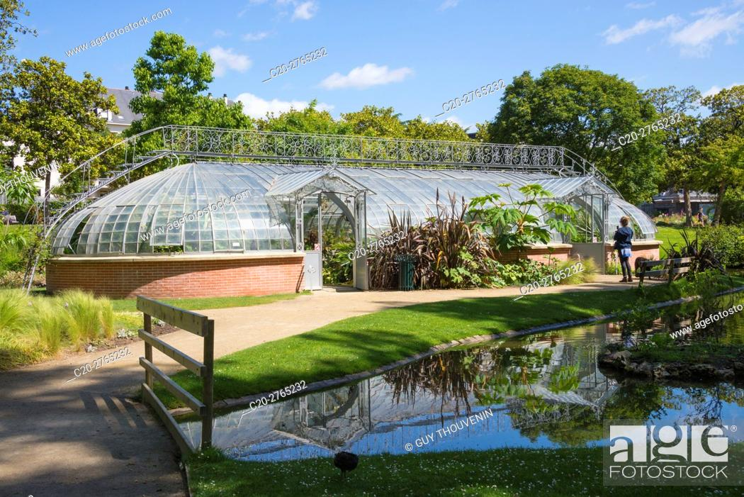Stock Photo: Water garden and greenhouse, Jardins des Plantes, Nantes, Loire Atlantique, France.