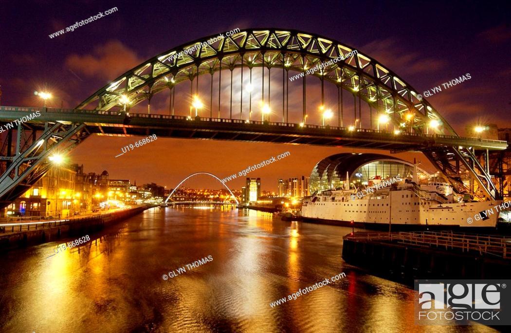 Stock Photo: Tyne Bridge at night in Newcastle upon Tyne, UK.