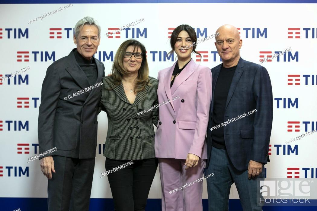 Imagen: The director of Rai 1 Teresa De Santis and the presenters Claudio Baglioni, Claudio Bisio and Virginia Raffaele in the Press Room of the 69th Sanremo Music.