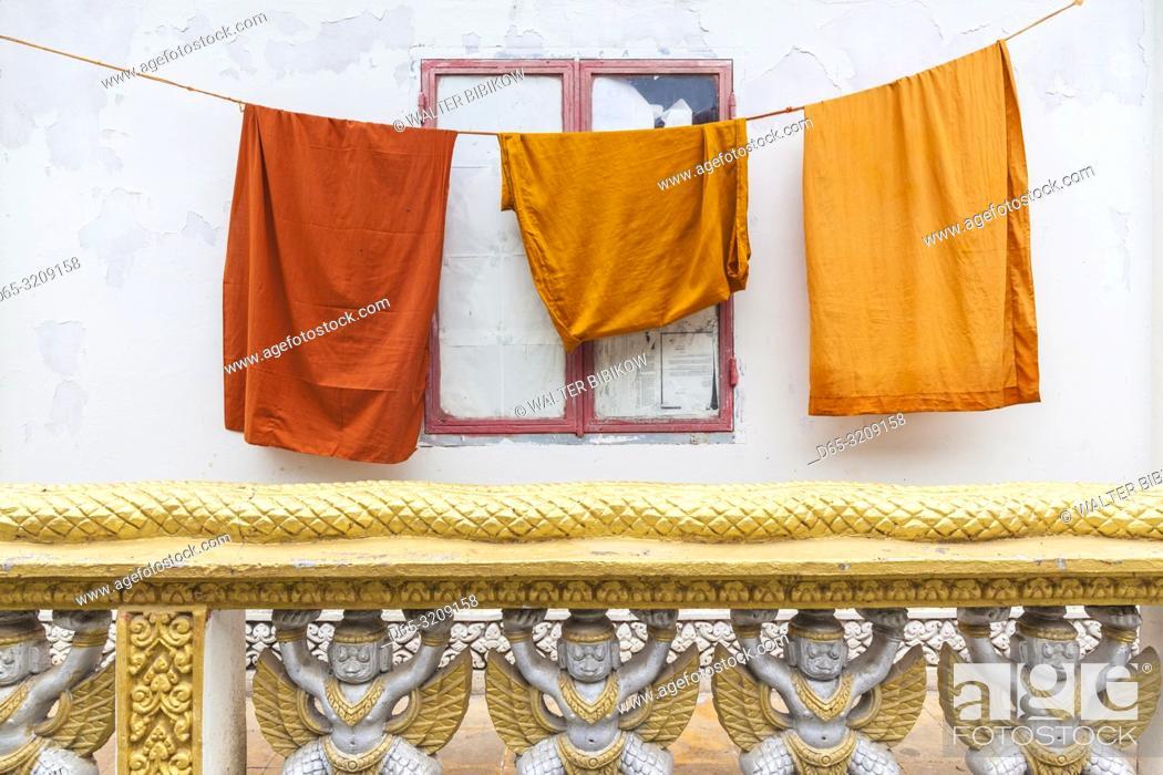 Photo de stock: Cambodia, Battambang, Wat Kandal, Buddhist monk robes.