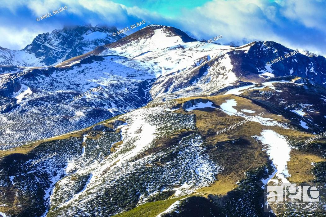 Imagen: Espigüete peak view from Bistruey mountain area. Cantabria, Spain, Europe, .