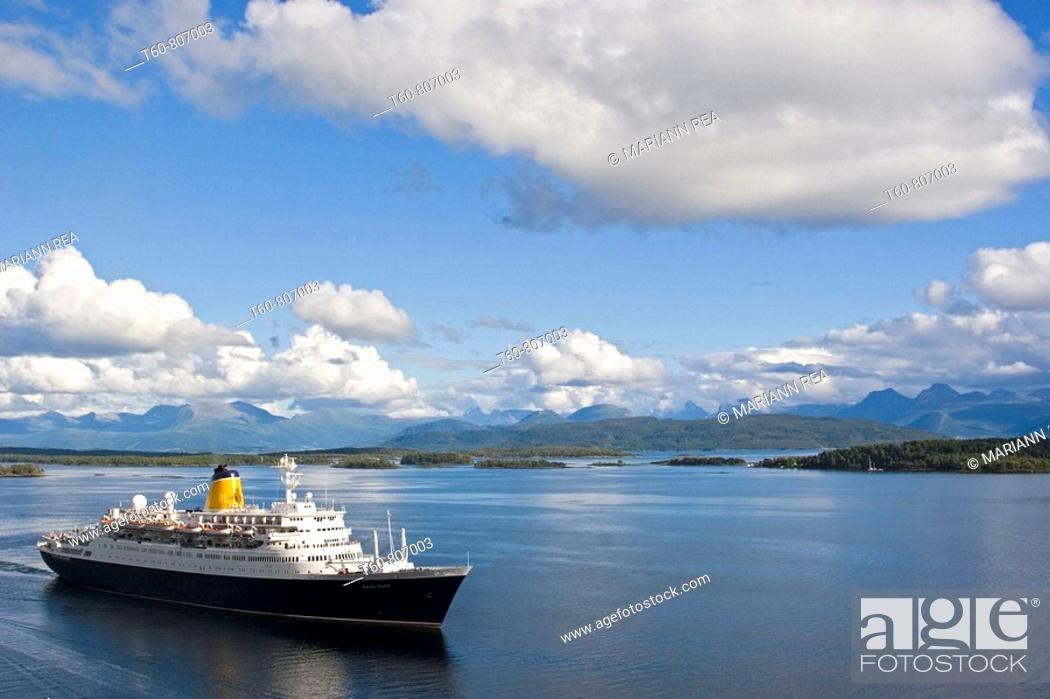 Stock Photo: Ferry leaving the harbour in Molde, Norway.