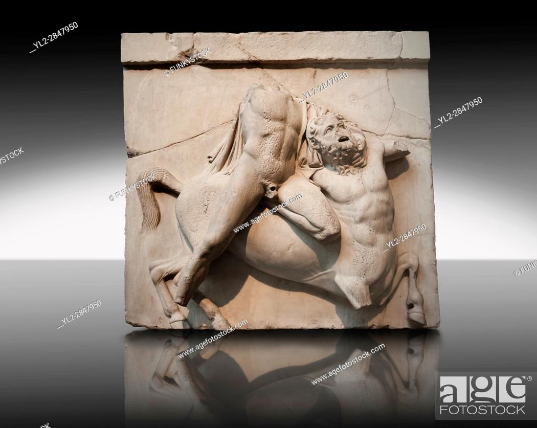 Imagen: Sculpture of Lapiths and Centaurs battling from the Metope of the Parthenon on the Acropolis of Athens. South Metope no II.
