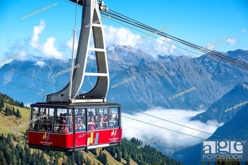 Stock Photo: Gondel, Seilbahn zur Bergstation, Fellhorn, 2038m, dahinter das Nebelhorn, 2224m, Oberstdorf, Allgäuer Alpen, Allgäu, Bayern, Deutschland, Europa.