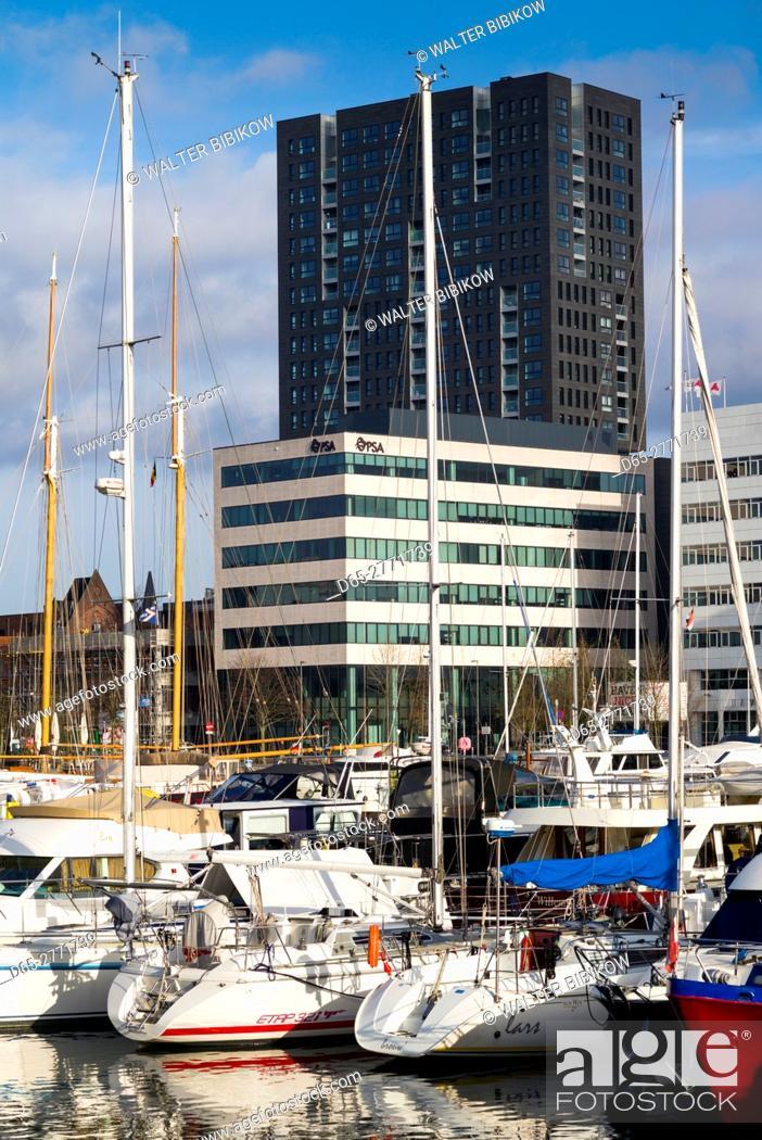 Photo de stock: Belgium, Antwerp, newly renovated 't Eilandje docklands.