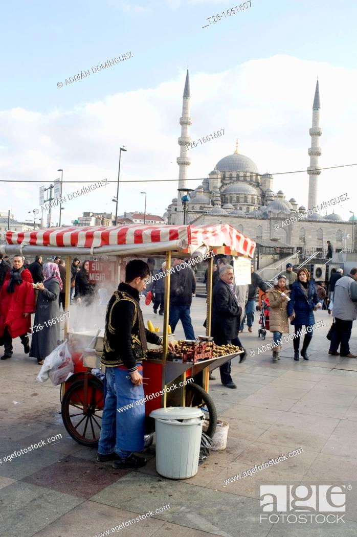 Stock Photo: Man selling food in the street of Istanbul, Turkey.