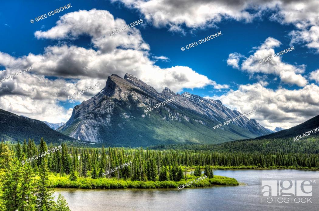 Stock Photo: Mount Rundle and Vermillion Lakes, Banff National Park.