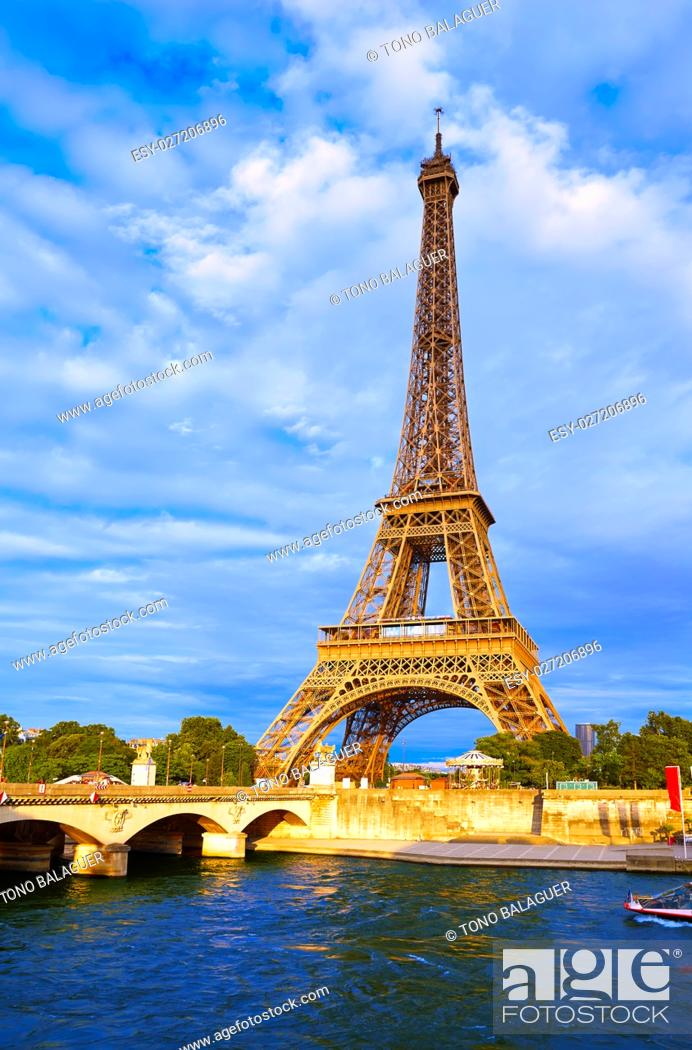 Photo de stock: Eiffel tower at sunset in Paris France.