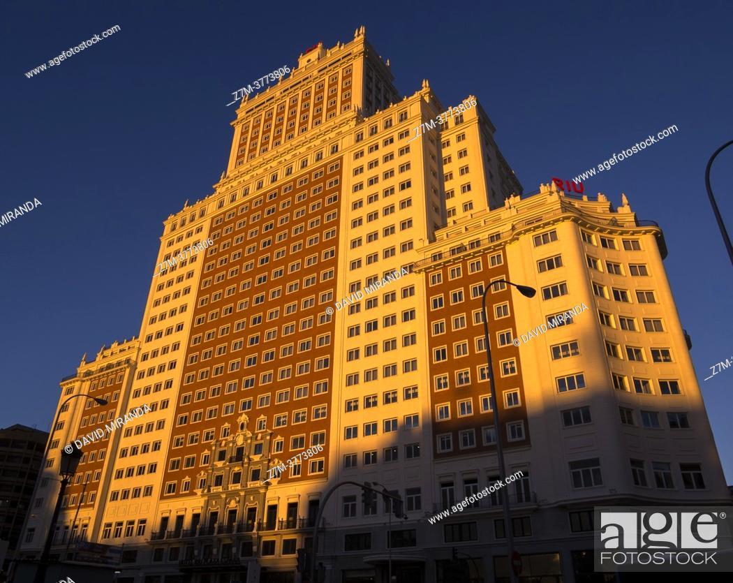 Stock Photo: Edificio España al atardecer. Madrid. España.