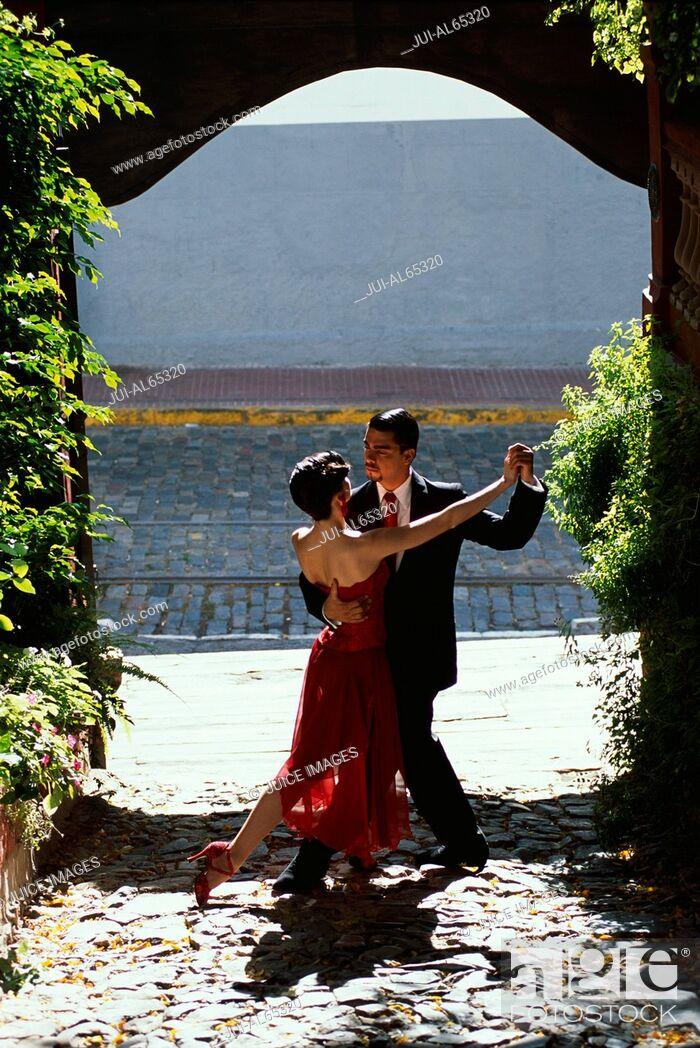 Imagen: Tango dancers, San Telmo, Buenos Aires, Argentina.