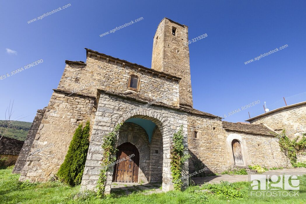 Stock Photo: Acumuer village in Tena Valley, Huesca, Spain.