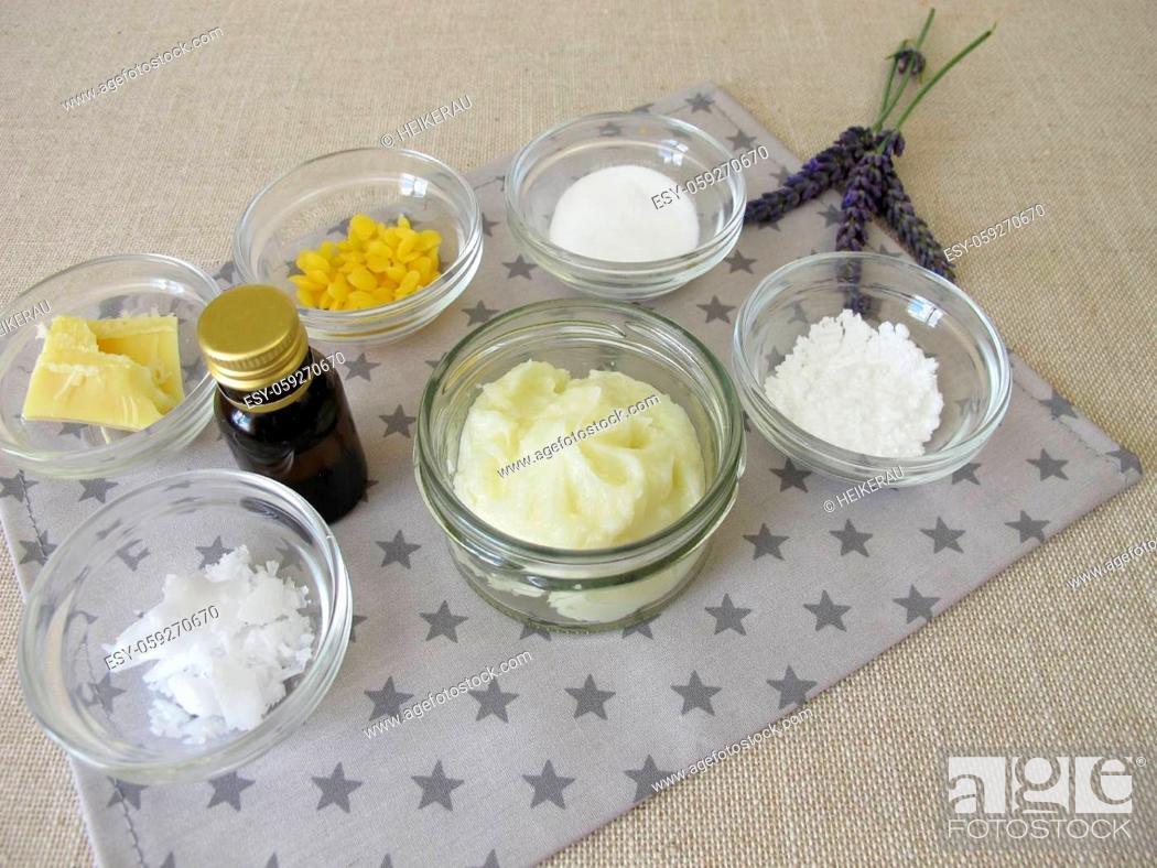 Imagen: Homemade eco-friendly, aluminum-free deodorant in a glass jar.