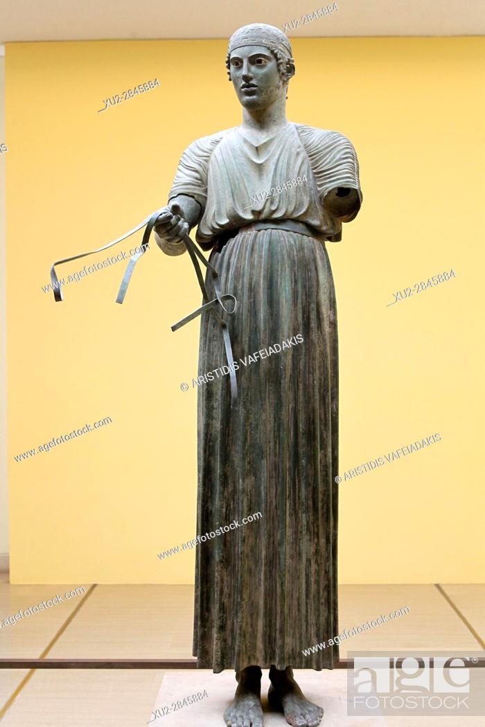 Imagen: Charioteer statue located at Delphi museum in Greece.
