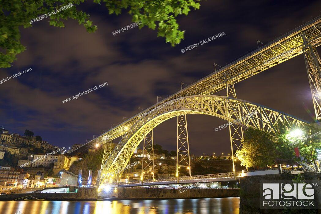 Stock Photo: night view in Porto, Portugal.