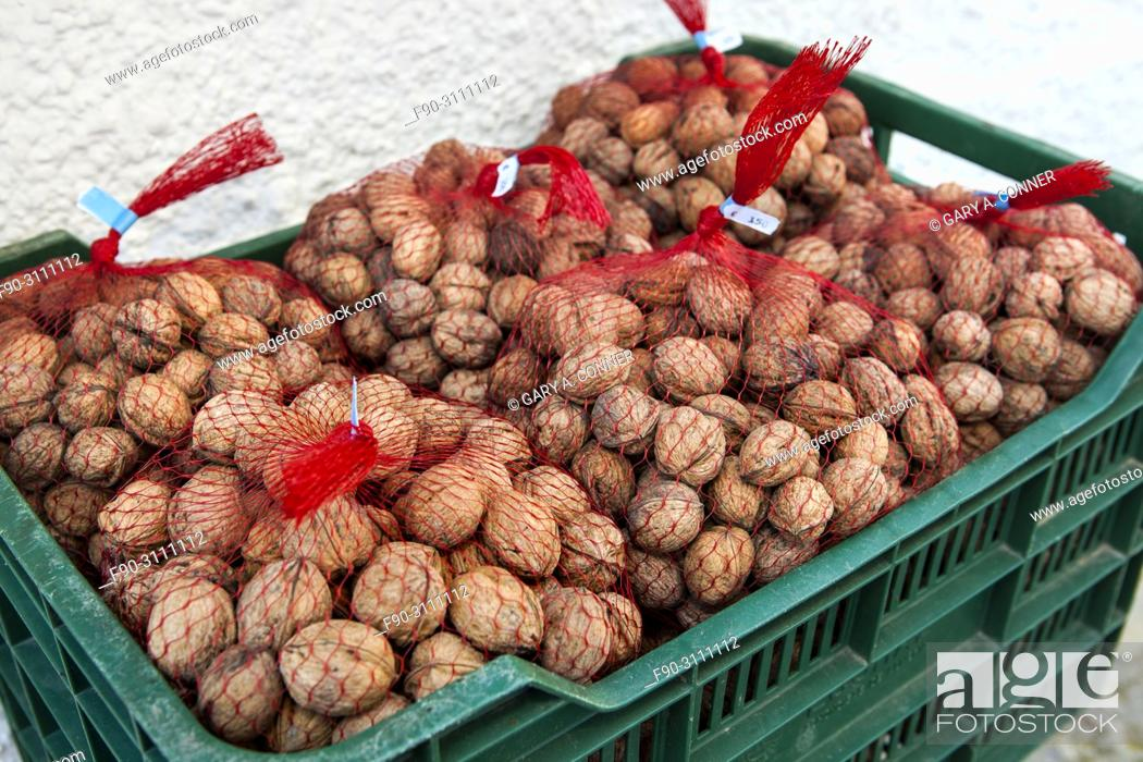 Imagen: Bags of walnuts, nueces, for sale at mountain village of Pampaneira, Spain.
