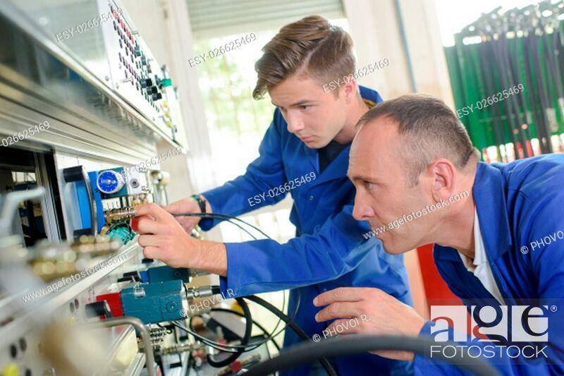 Imagen: mechanical engineering apprentice.