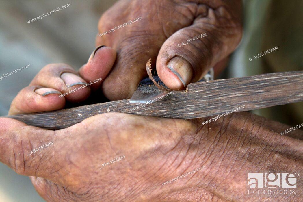 Stock Photo: Moseten tribe, preparing an arrow, Asuncion del Quiquibey, Rurrenabaque, Bolivia.