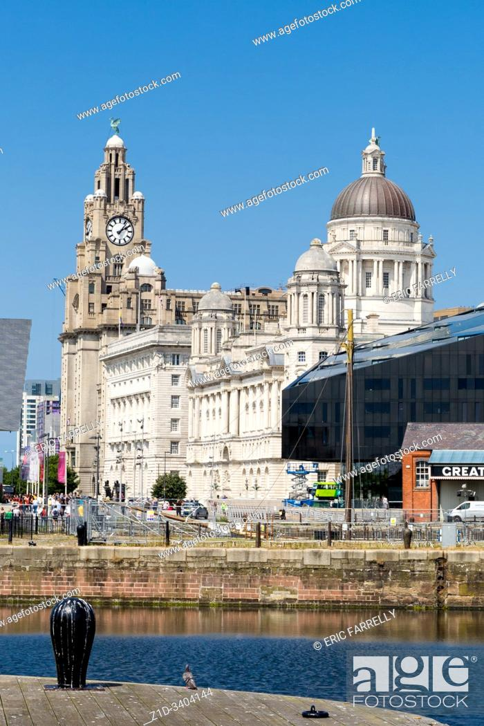 Imagen: liverpool docks, with Liver building, Cunard building and Dock company building, UNESCO World Heritage Site, Liverpool, Merseyside.