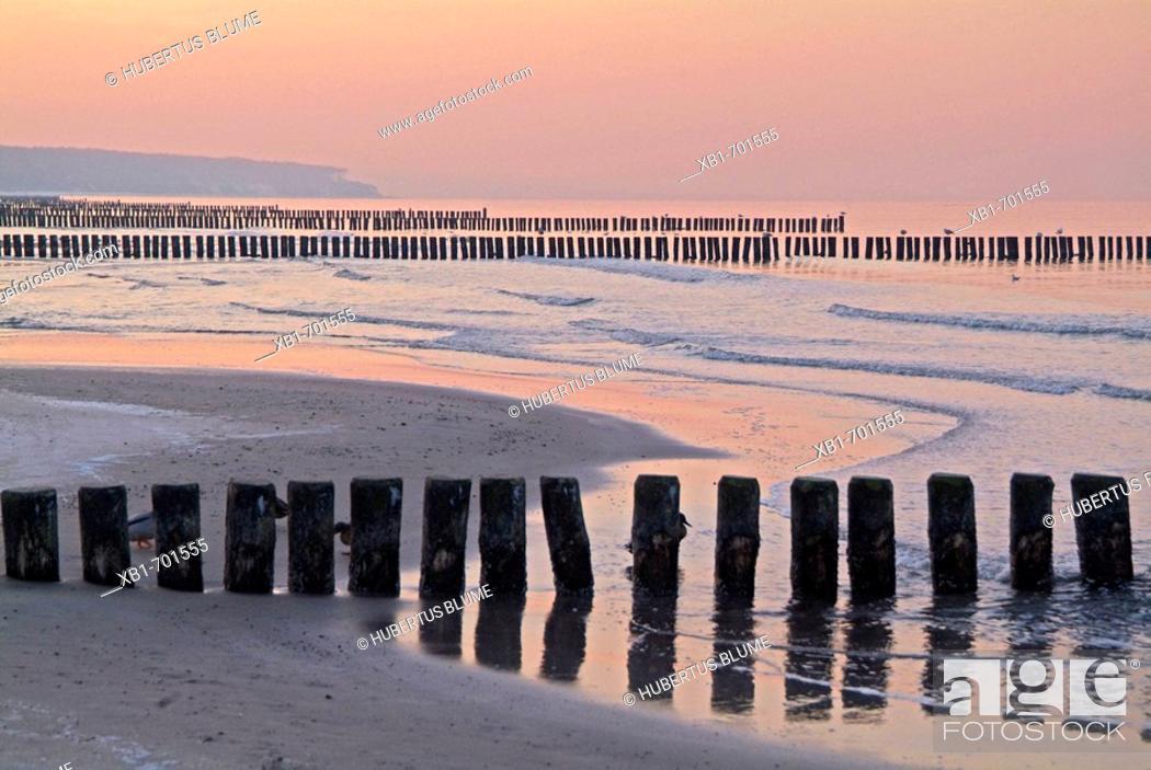 Stock Photo: Germany, Mecklenburg-Western Pomerania, Warnemünde, the beach in wintertime.