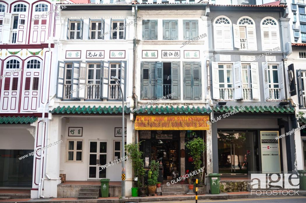 Imagen: Singapore, Republic of Singapore, Asia - Traditional shophouses along Craig Road in the historic Tanjong Pagar Area. Shophouses are narrow terraced buildings or.