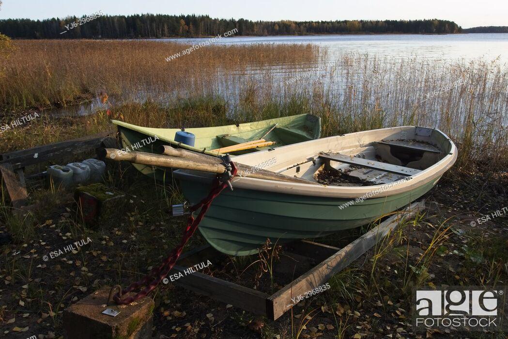 Imagen: stranded row boats, Finland.