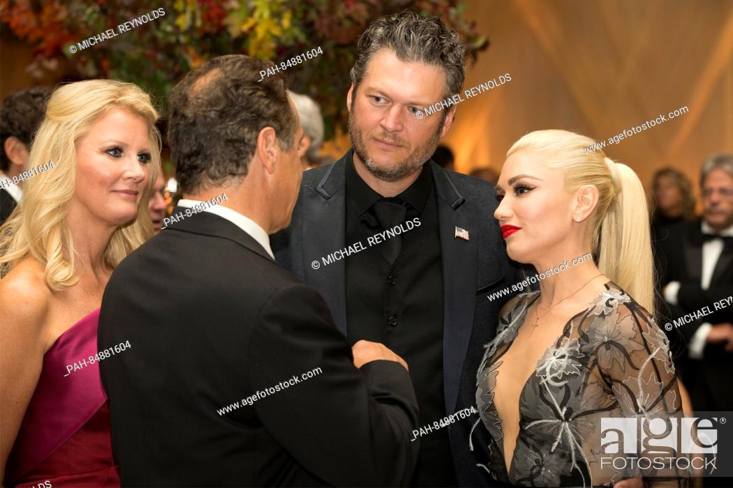 Stock Photo: US entertainer Gwen Stefani (R), US entertainer Blake Shelton (2-R), New York Governor Andrew Cuomo (2-L) and US chef and author Sandra Lee (L) attend a state.