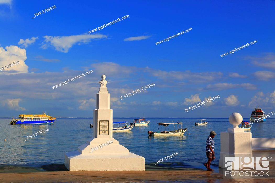Stock Photo: Mexico, Quintana Roo, Cozumel Island. San Miguel de Cozumel. Doctor Adolfo Rosado salas monument.