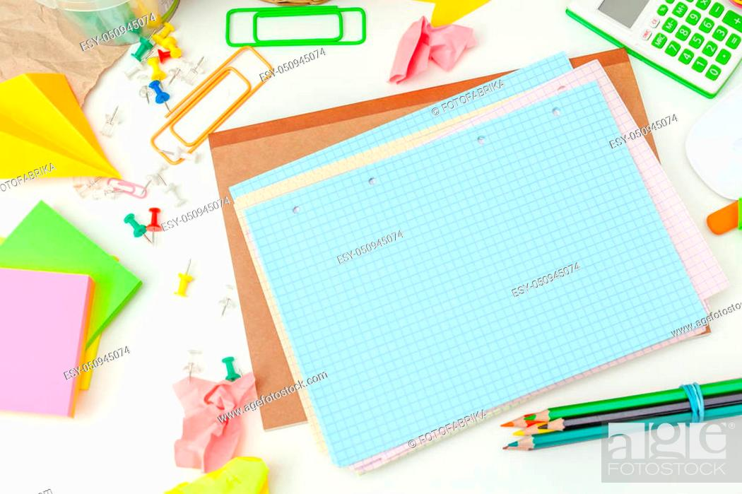 Imagen: Work place of a creative person with a variety of colorful stationery objects.