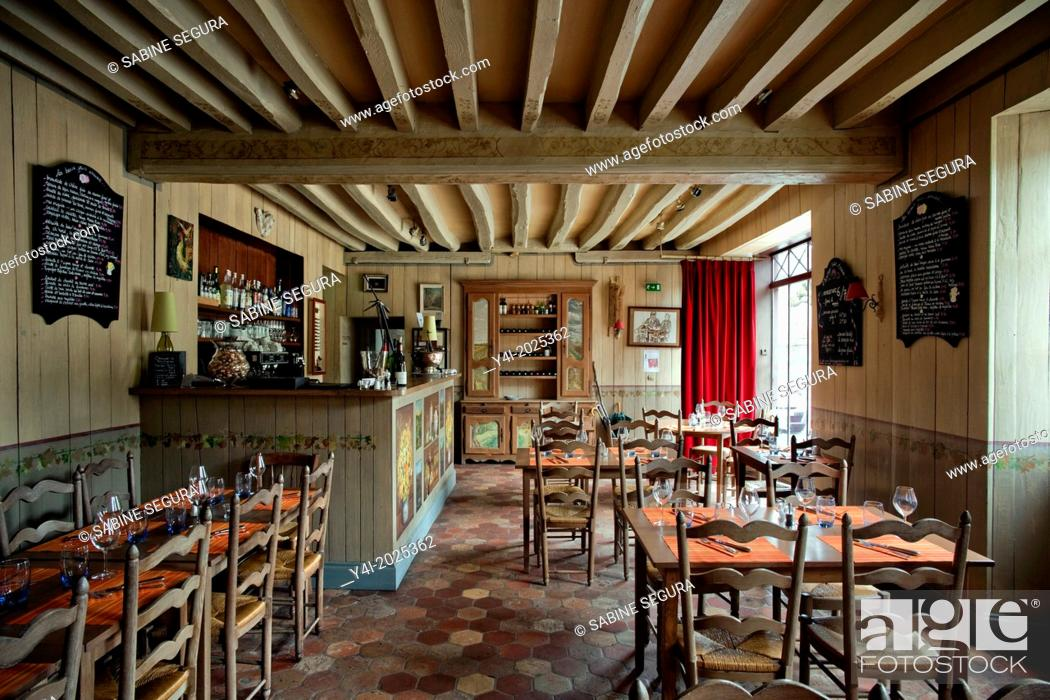 Stock Photo: Wine bar and restaurant l'Ermitage Saint-Antoine. Barbizon. Seine et Marne. France. Europe.