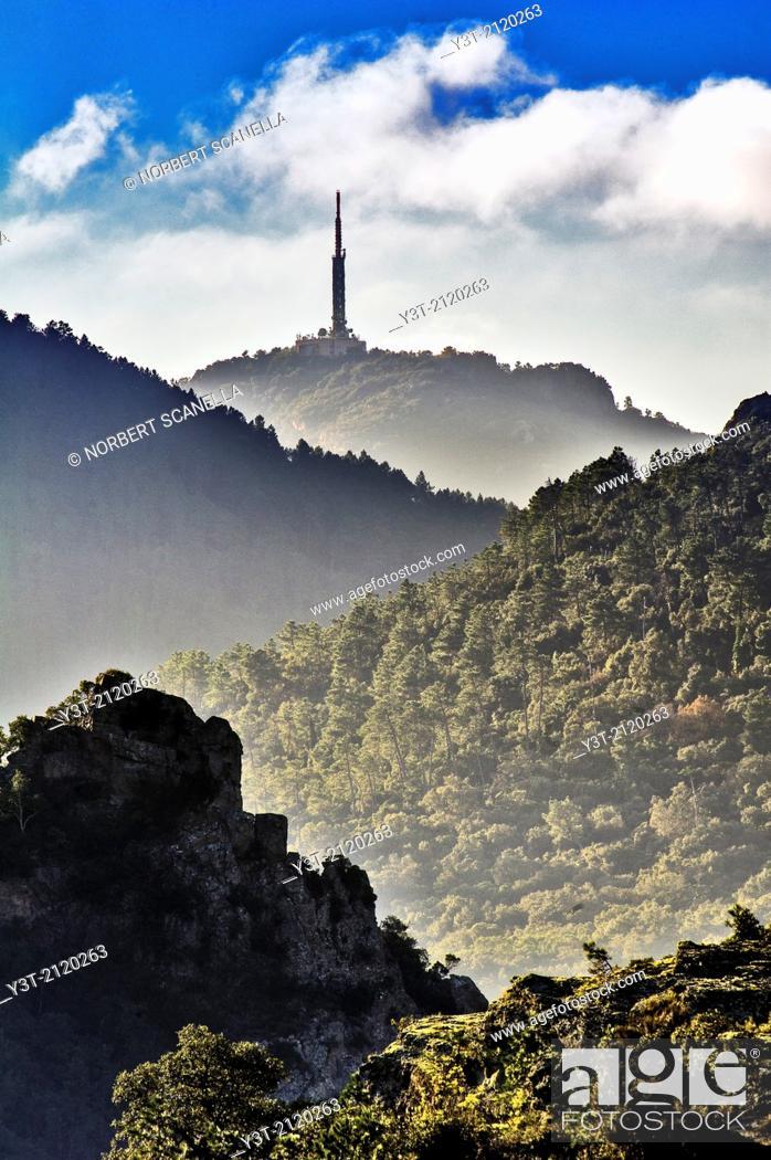Stock Photo: Europe, France, Var, Massif de l'Esterel. Telecommunication antenna on the hills of the mountains.