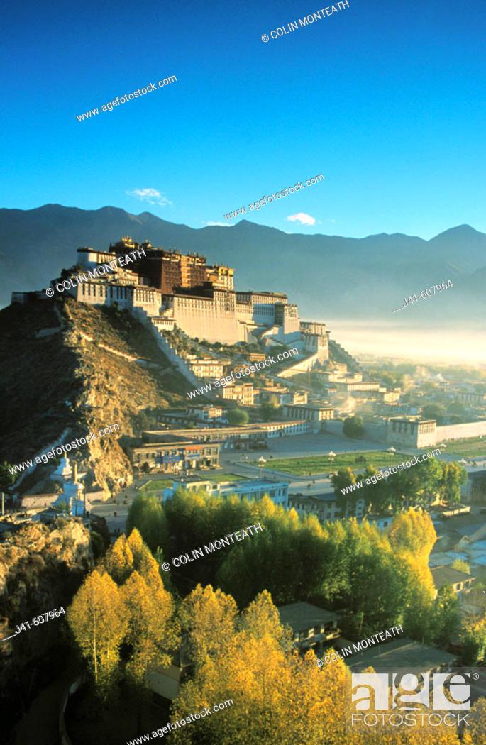 Stock Photo: Potala Palace, exiled Dalai Lama's winter palace. Tibet.