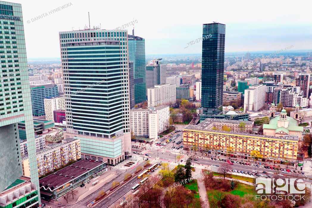 Imagen: Panoramic view of city center of Warsaw, crossroad - Emilli Plater street on left and Swietokrzyska street on right, first to left skyscraper - Intercontinental.