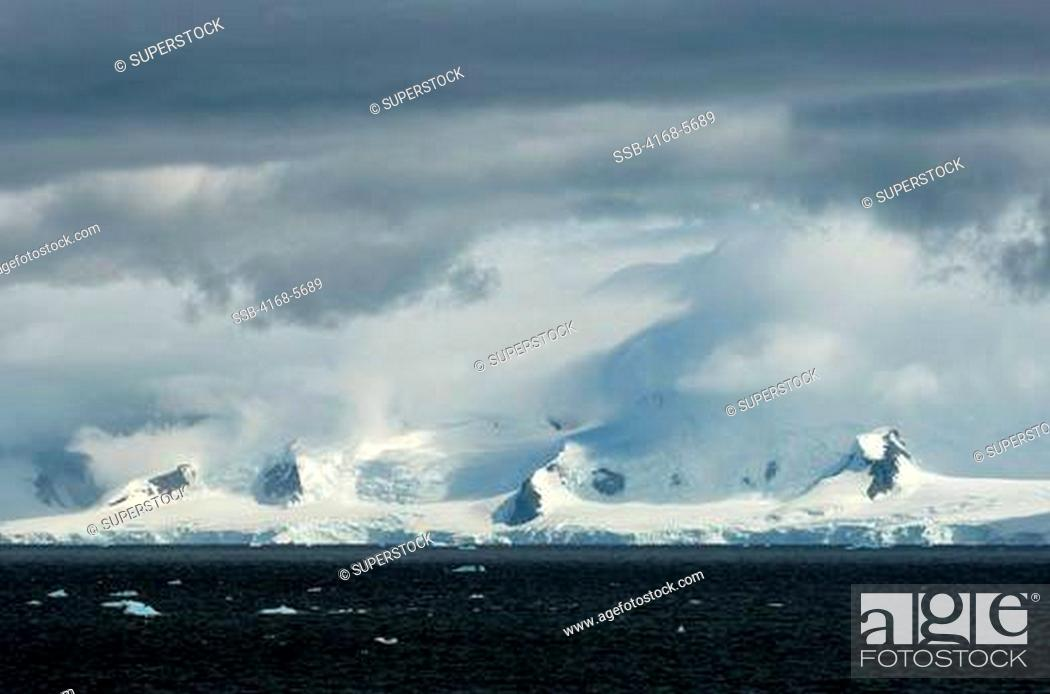 Stock Photo: ANTARCTICA, GERLACHE STRAIT, MOUNTAINS, GLACIERS AND CLOUDS.