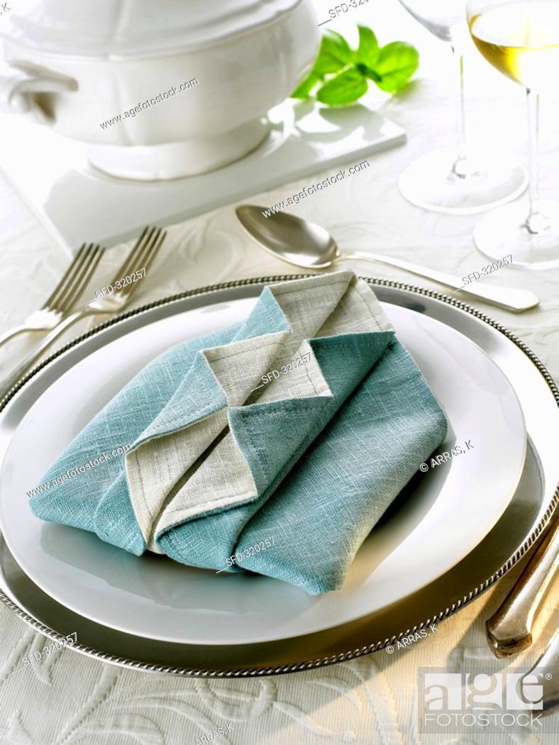 Stock Photo: Napkin folding design: 'Ruffled shirt'.