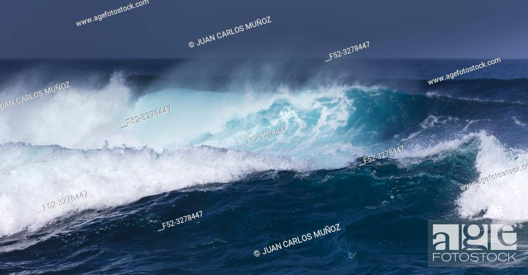 Stock Photo: Waves and ocean, La Santa, Lanzarote Island, Unesco Biosphere Reserve, Canary Islands, Spain, Europe.