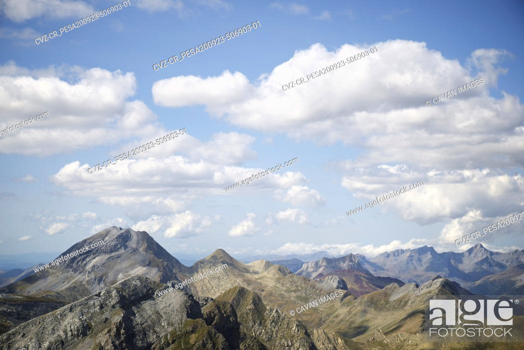 Photo de stock: Peaks in Aisa Valley in Huesca Province, Pyrenees in Spain.