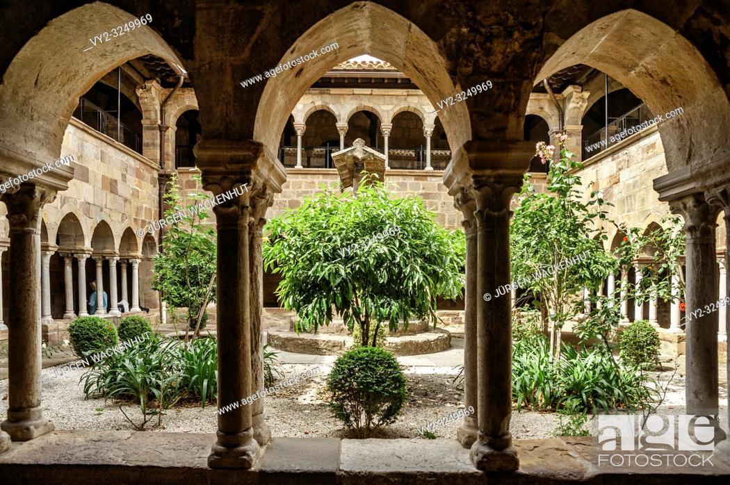 Imagen: Cloister of the cathedral Saint-Leonce, Fréjus, Var, Provence-Alpes-Cote d`Azur, France, Europe.