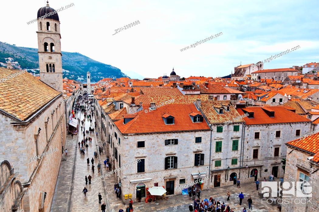 Stock Photo: Die Stadt Dubrovnik in Kroatien. Unesco Weltkulturerbe. Hauptstrasse Stradun.
