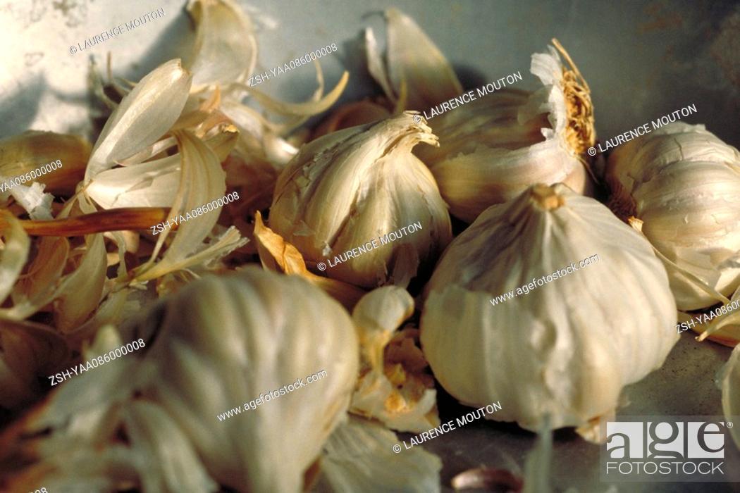 Stock Photo: Fresh garlic, close-up.