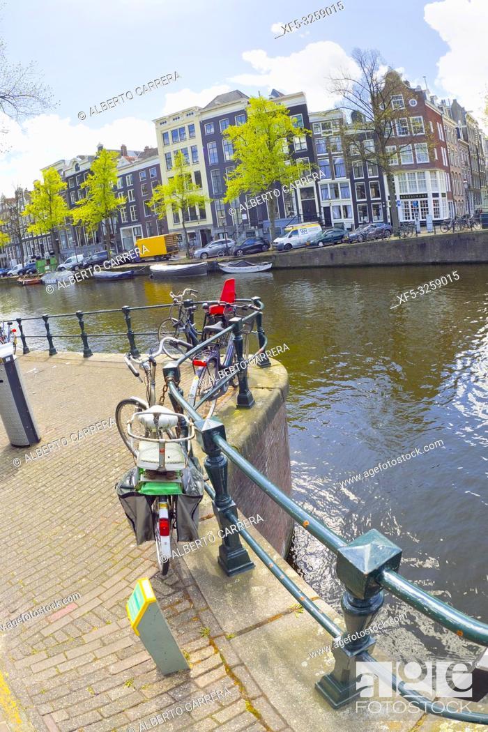 Photo de stock: Urban Canal, Street Scene, Amsterdam, Holland, Netherlands, Europe.